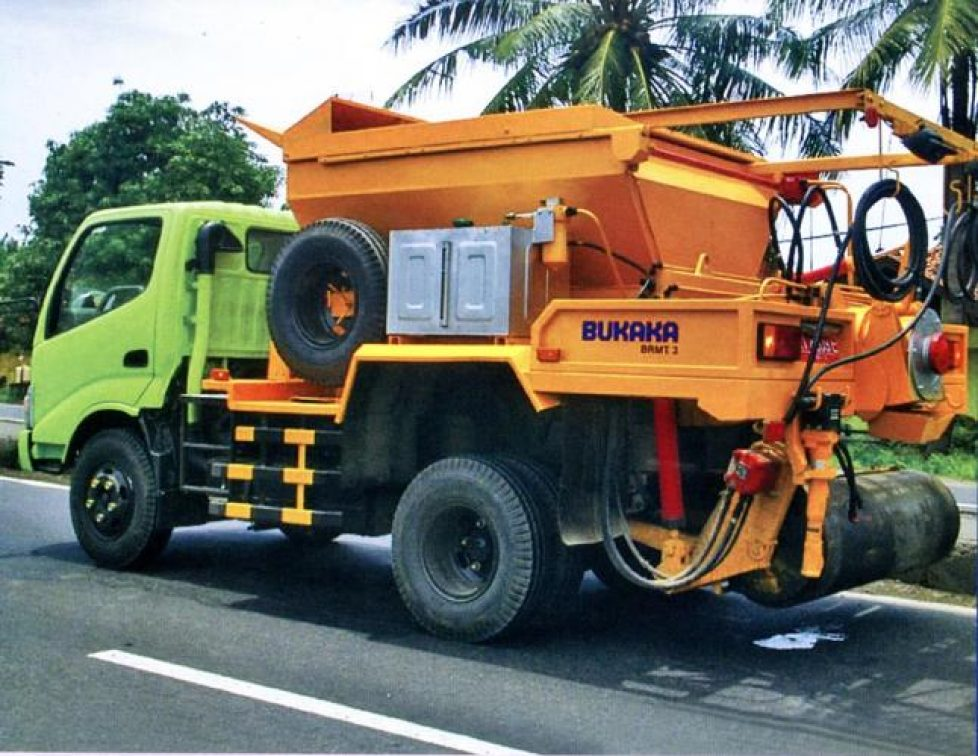 Bukaka Road Maintenance Truck